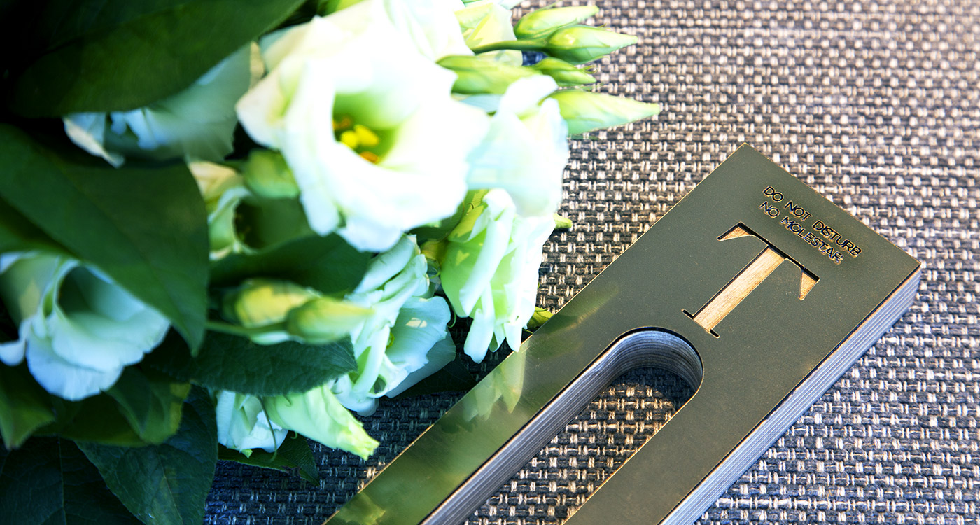 fresh flowers do not disturb sign hotel totem madrid